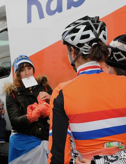 Marianne Vos inspiring some young Dutch fans