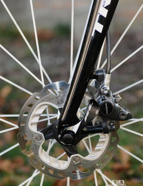 Shimano's new road hydraulic brakes provide the stopping power, and the curved fork is derived from that on the Domane