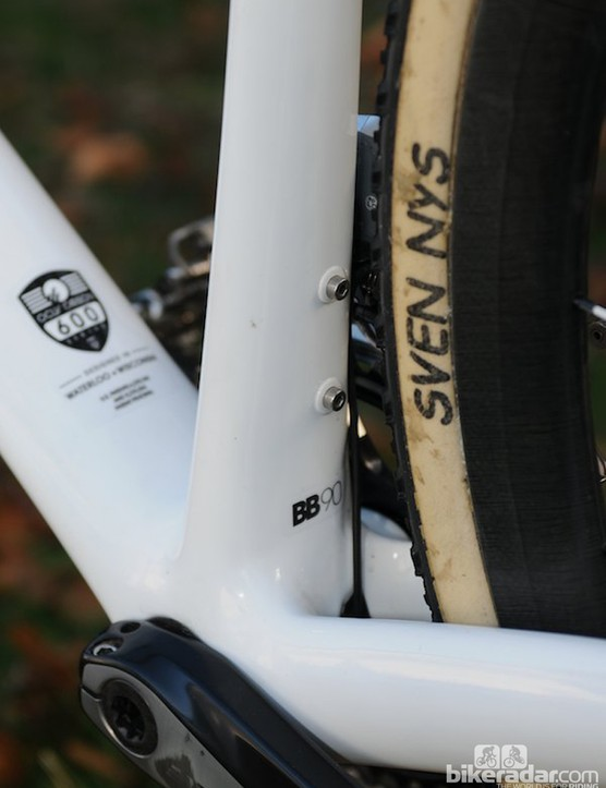 Two external bolts secure the Di2 internal battery within the seat tube