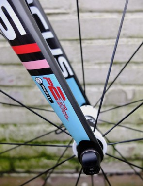 The fork legs taper much more than before, and feature the rarely seen UCI fork certification decal