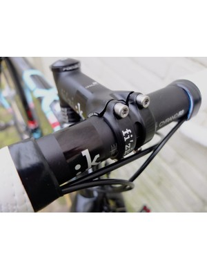 Fizik supply the aluminium bar, stem and seatpost as well as the saddle