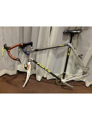 An early Mike Kluge race frame, built in conjunction with Alan, and using carbon and aluminium tubing. Note the internal cable routing, steel fork with Magura hydraulic brake, bar end front shifter and Sachs Ergopower rear shifter. Possibly also the first sighting of Kluge's brand name, Focus