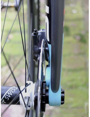 The fork leg has a cutaway section for disc clearance