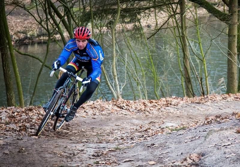 The Mares CX inspires confidence when cornering hard