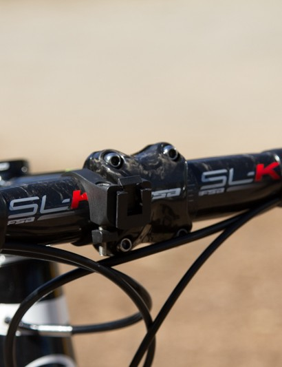 A colour-matched FSA OS-99 stem meets a standard colour 42cm wide FSA SL-K handlebar