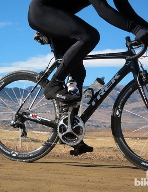 With its long wheelbase, low bottom bracket, and IsoSpeed decoupler, the Domane is designed for comfort and stability. But the Classics Edition features a short head tube to get into a more aggressive race position, and a quicker-handling fork