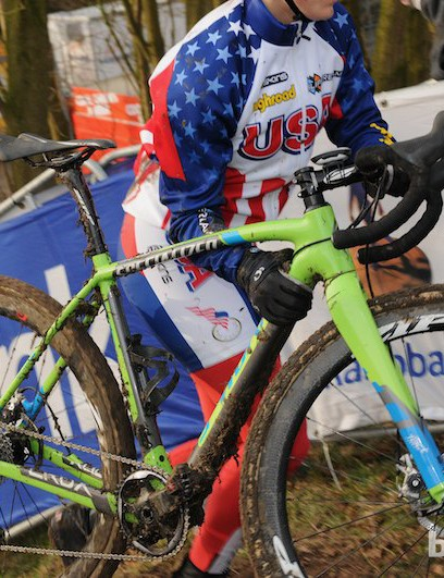 The USA's Elle Anderson tops the run-up with her green Specialized CruX fitted with SRAM CX1