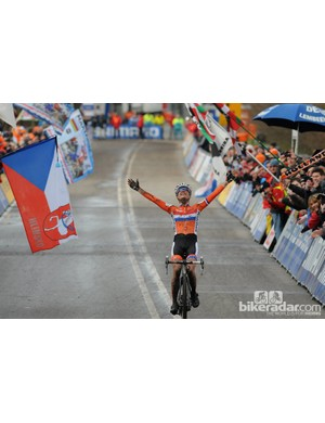 Vos took the title by over a minute, and the Netherlands went wild