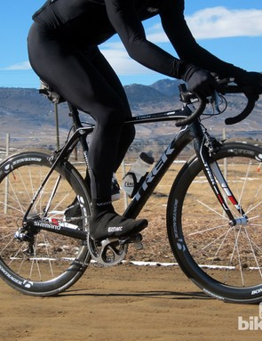 Standing up over harsh sections of roads is an immediate reminder of the lower-chassis stiffness, as vibrations rattle through the cranks. Stay seated, however, and the turbulence all but vanishes