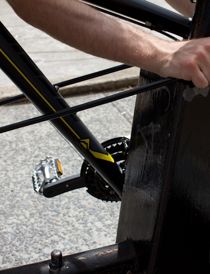 At 1.3m locking circumference, longer bikes (such as 29er mountain bikes) will need the front wheel taken off