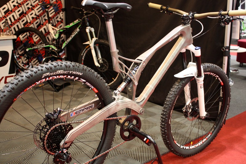 Empire Cycles presented the MX6-R, a 3D-printed titanium alloy frame