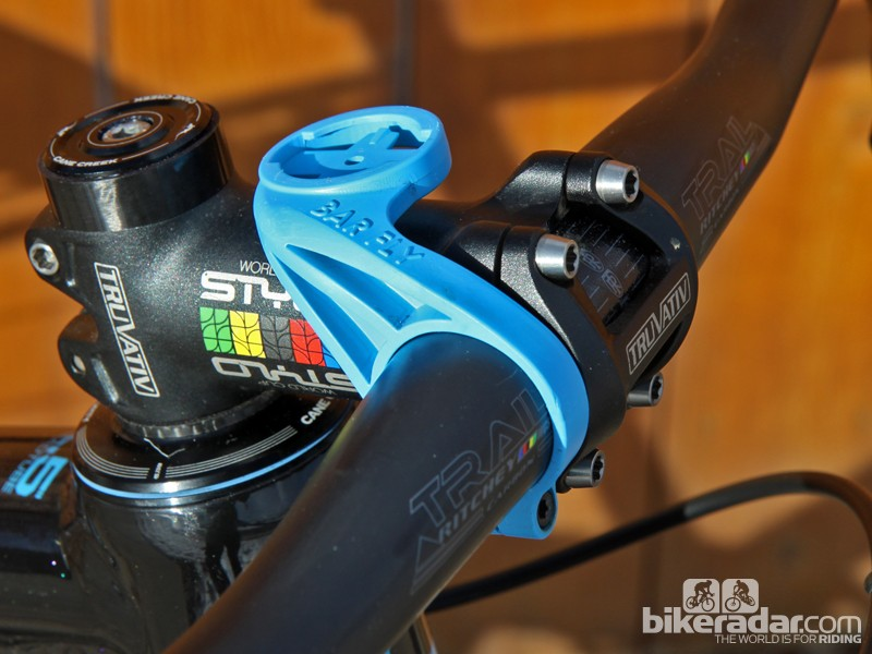 The Bar Fly 3.0 feels sufficiently sturdy although the one-armed clamp doesn't always play well with riser bars