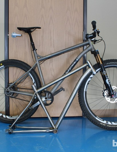 The Rocker SS Ti allows riders to remove and replace the rear wheel without having to readjust belt tension
