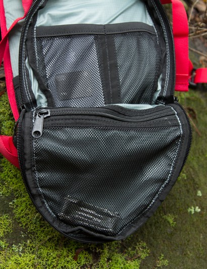 Inside the front pouch are multiple organiser pockets, perfect for a multi-tool, phone, wallet, keys and other small items
