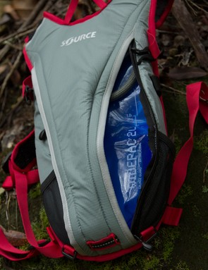 The bladder is accessed by this side zipper - this compartment is insulated