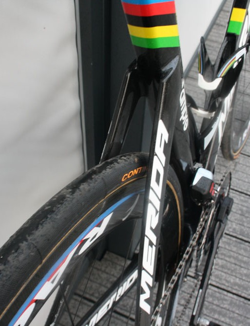 The Merida Reacto Evo uses chunky wide diameter tubes everywhere but on the short seatstays, which are far narrower