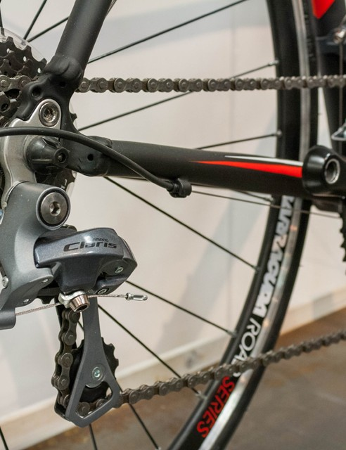 For £499, the Corvus III uses Shimano Clairs shifters and mechs