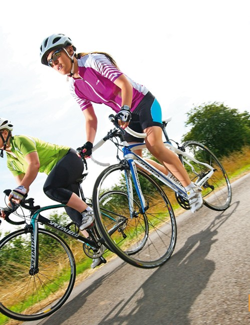 On flat, smooth stretches of road the Orbea shines… and on descents it feels rock solid, handling tight bends with ease