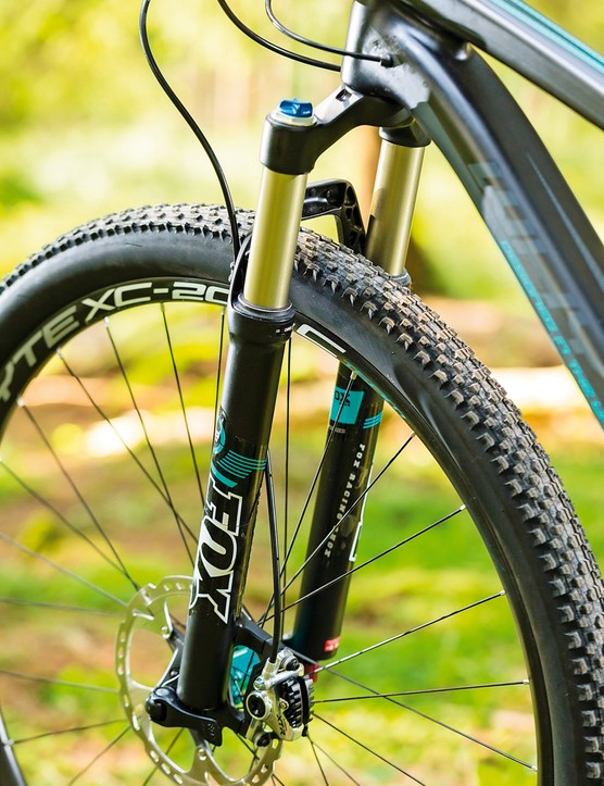 The Ikon tyre is adequate, but we'd recommend a change to a Maxxis Beaver or similar for winter riding