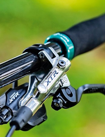 Shimano XTR Trail brakes and XTR I-Spec shifters… gorgeous