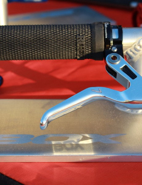 This brake lever and grip are already gaining spec with bike companies