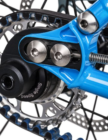 A bolt connects the dropout to the seatstay, making the frames compatible with Gates Carbon belts