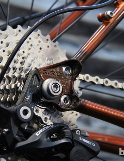 Surly's modular dropout system allows the Karate Monkey to accomodate 10mm track-ends for singlespeed use, a 10mm quick-release axle and a 12x142 thru-axle