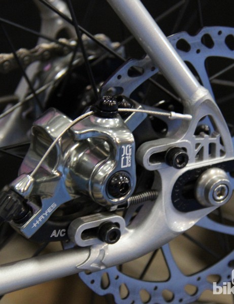 The Nature Boy disc uses sliding track-ends with the disc caliper tucked neatly in between the stays