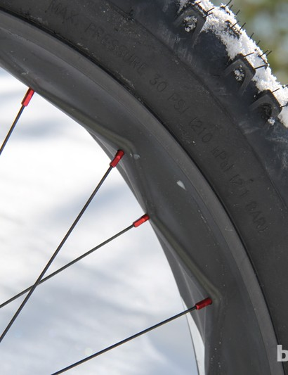 The ensō685 is designed to be run tubeless. It gets addional weight savings over its competitors by ditching the rim strip
