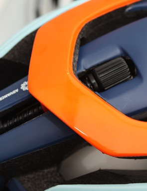 The retention system uses a familiar dial at the top of the helmet, it tightens from the sides to prevent pinching at the forehead