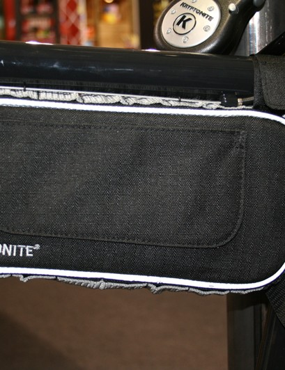 Sick of carrying a lock around your neck or winding it around a seatpost? Kryptonite's Transport R Chain bag is a handy compartment to take care of that niggle