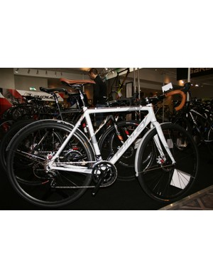 Ridley now Madison's premium bike brand and it cover a broad spectrum. It's newest bike is this aggressive looking commuter, which is an X-Bow cross frame dressed in mudguards, Shimano Sora and a funky paintjob. All for £999