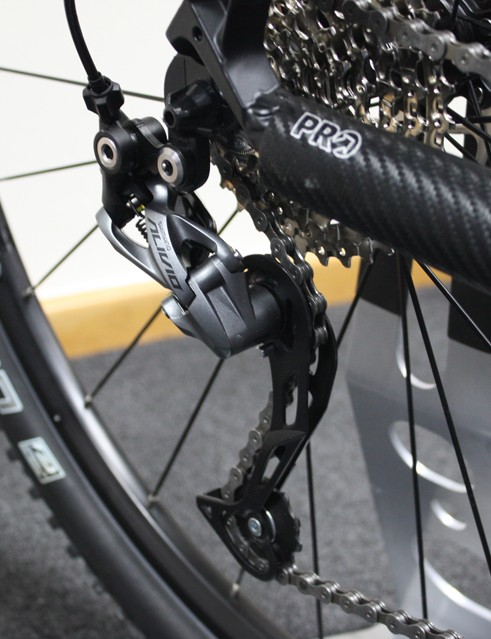 The new RD-M5000 rear derailleur now has the familiar shadow profile as found in more expensive Shimano options