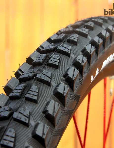 Michelin's new Wild Rock'R 2 tyres feature a relatively low-profile center tread, burly side knobs, and a dual-ply reinforced casing. Available low-rebound Magi-X dual-compound tread promises excellent traction in dry conditions