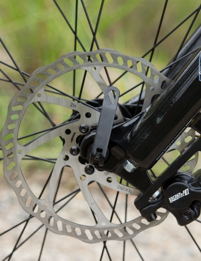 A larger 180mm front brake rotor provides plenty of stopping leverage for the bigger wheel size
