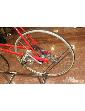 In addition to an incredible amount of handlebar drop, the prototype had a direct drive with an extra mechanical advantage