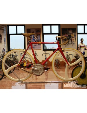 Colnago and Ferrari worked on a bike with internal gearing and hydraulic braking