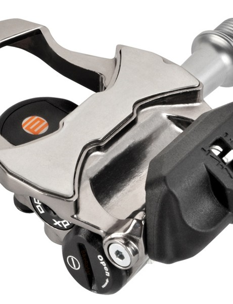 Whereas the Garmin Vector requires separate 'pods' to house the batteries and transmitters, Xpedo manages to squeeze everything into the Thrust E power meters' aluminum pedal bodies