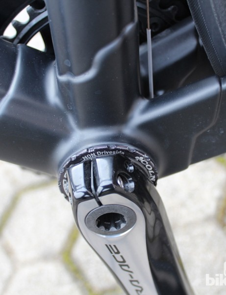 Old meets new: Colnago C60's beefy ThreadFit BB executed in a star-shaped carbon lug