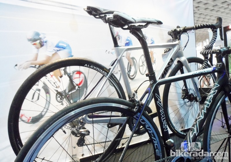 Axman's new road disc frame features a through-axle on the dedicated fork