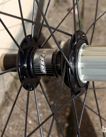 The rear hub uses a radial spoke pattern on the non-driveside and a cross pattern on the driveside