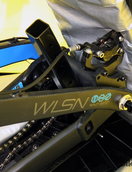 The rear axle cradle is height-adjustable, leaving the rear derailleur safely raised off the floor of the case