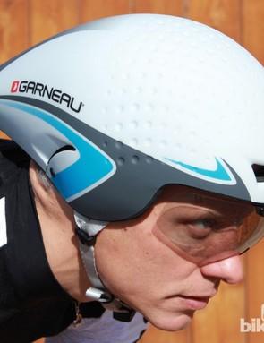 The Louis Garneau P-09 aero helmet adds user-friendly elements to the encased design