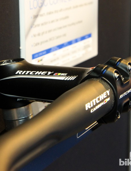 The new Ritchey WCS C220 stems wrap 220 degrees around the bar to reduce stress concentrations relative to a conventional interface but is easier to install and remove than the company's C260 models