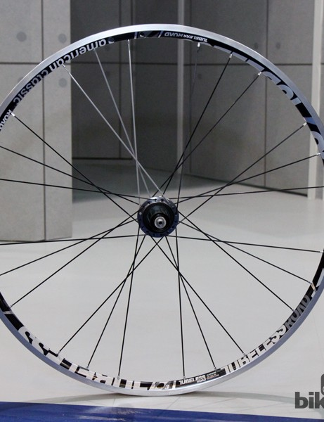 A revised extrusion for American Classic's Road Tubeless wheelset helps bring the total claimed weight down to just 1,232g - including aluminium rims that supposedly weigh just 310g apiece