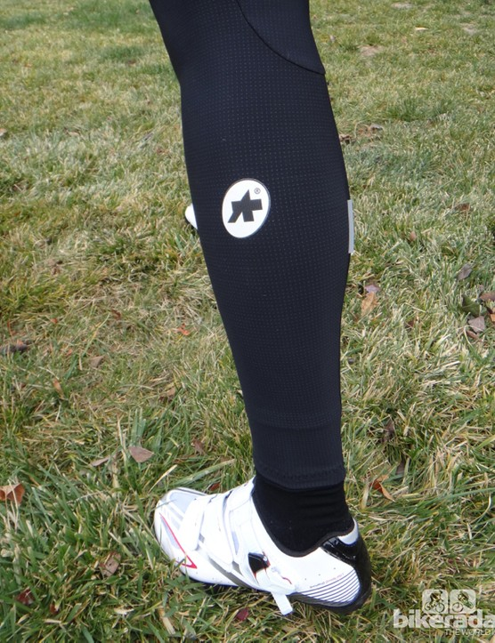 The Assos warmers forego zippers at the bottom
