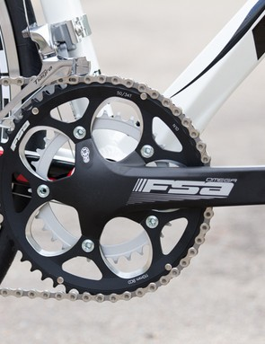 The Fenix features a rather basic FSA crankset - however, unlike the Trek's square tapered version, this one was suitably stiff