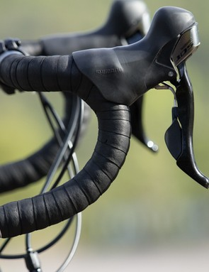 The Apollo Giro features Shimano 105 shifters, offering improved ergonomics, shift quality and hidden gear cables - but they do lose the gear indicators