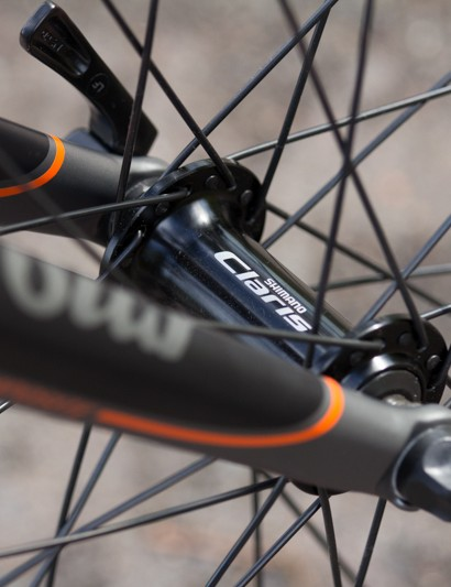 The Oppy A3 features Shimano's new Claris hubs. Owing to the way these wheels are built, durability is of little concern