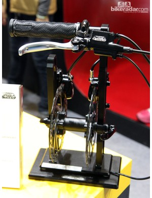 Tektro's Auriga e-Twin uses a single hydraulic lever to simultaneously actuate two calipers